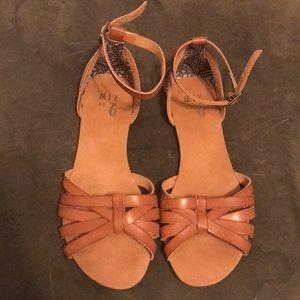 Classic tan summer sandals